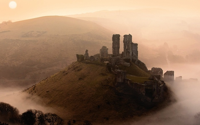 corfe castle bw 2